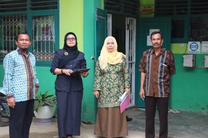 Tim Penilai Kebersihan Madrasah Kemenag Kota Kendari Kunjungi MTs Pesri